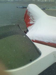 雪の河口湖。