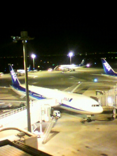 羽田空港へ。